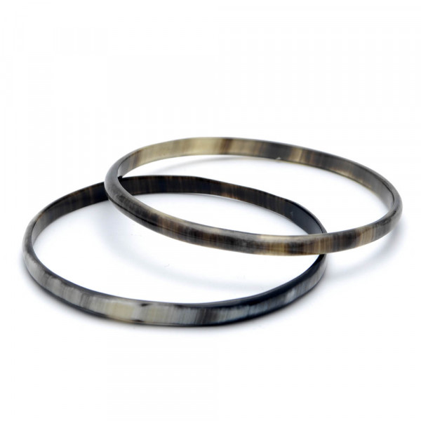Armreifen - echtes Horn - Breite 5 mm - dunkel Paar auf weiß