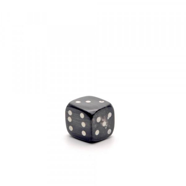 Würfel - echter Hornwürfel - schwarz, 10 mm - auf weiß